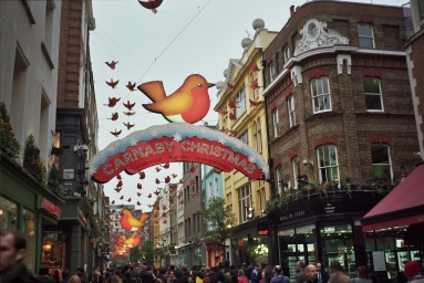 Olympus Trip 35. Kodak ColourPlus 200ISO. Carnaby street, London.